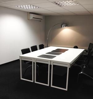 area empresarial-sala de reuniones